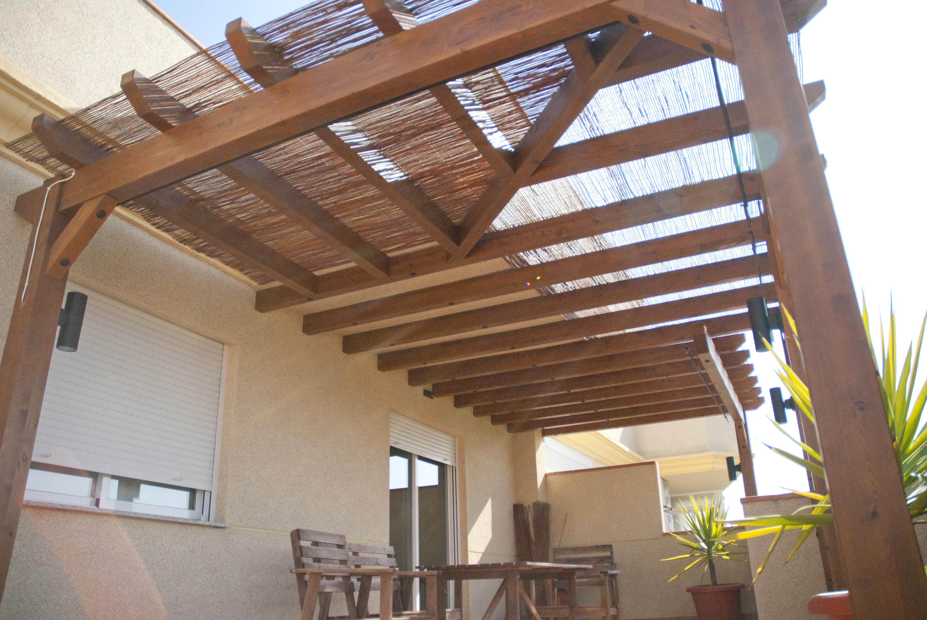 Pergolas de madera instaladas en terrazas estructuras de madera dlc - Terrazas con pergolas de madera ...